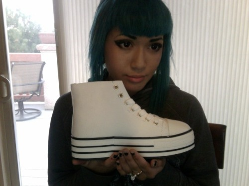 saikablade:  ok so i got these pretty cool platform sneakers and i wanna paint something really cool on them, but what do i paint (that's non fandom related)?