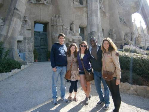 outside of la sagrada familia with my roommate and 3 super cool people