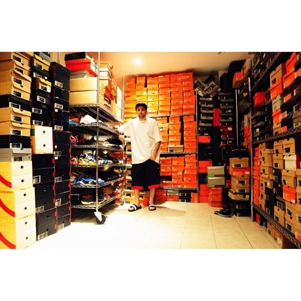 #TBT #NIKE #SNEAKERS #XSNEAKERHEAD #OVERIT   #NEWYORK PHOTO BY @CHIMODU