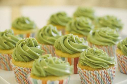 vanilla cupcake with matcha swiss meringue buttercream