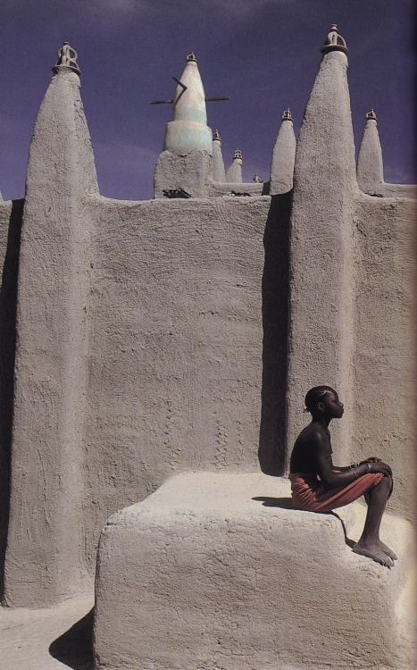 66lanvin:   in Mali, photographed by Maggie Steber for Beyond The Horizon published by National Geographic Society, 1992  MEANWHILE, On the OTHER-SIDE of the WORLD………..No.8