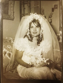 lilyisabride:  JackandLilyscenes: My mom on her wedding day!