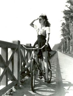 lookuntilyoudie:  ridesabike:  Susan Peters rides a bike. An American stage, film and television actress  i loBe Vikes…