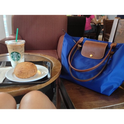 natfloreza:  My companions for today! ☺☕🍘👜 #IcedCaramelMacchiato #ChickenPandesal #LongChamp (at Starbucks Coffee)