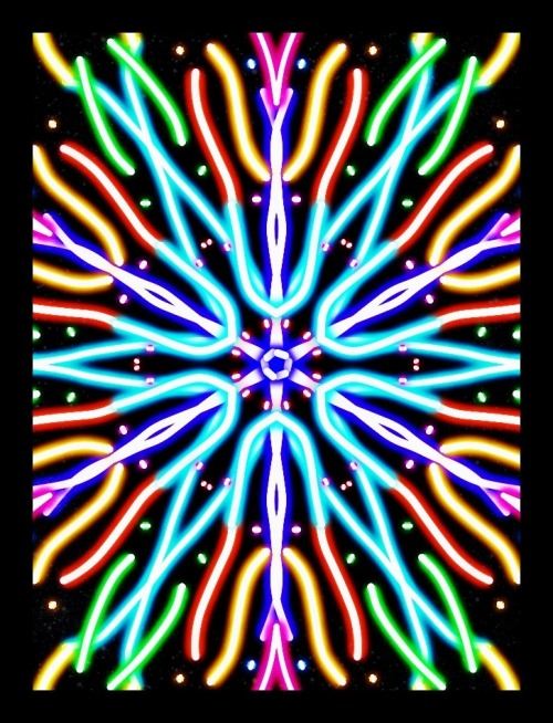 Discovered a kaleidoscope app for iPhone, kaleido free. It's very basic, any recommendations? Update just found Kaleidomatic