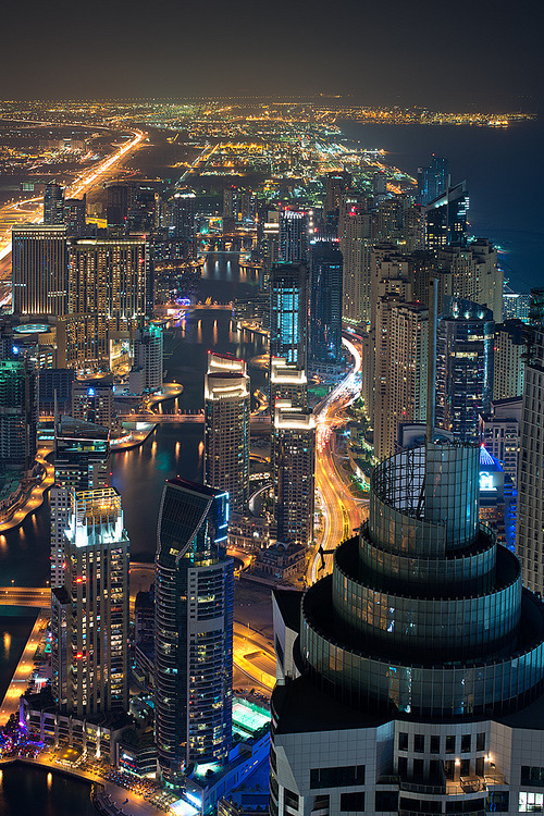 vurtual:  Marinatronic by DanielKHC The long stretch of the Dubai Marina (about 3 kms), shot from the 101th floor of the 'Marina 101' tower.