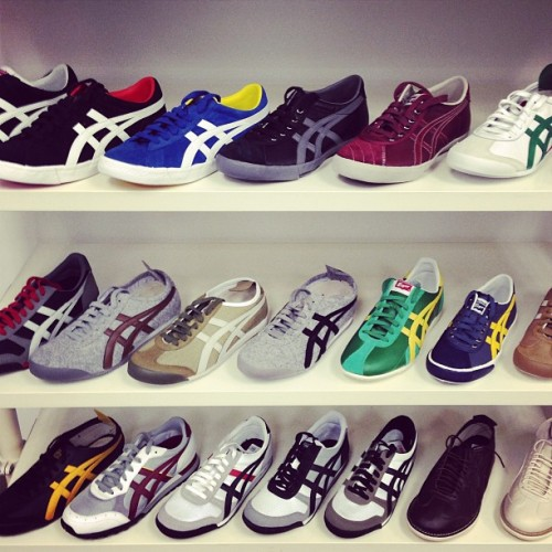 svpqueen:  Keep it simple. Keep it classic with #onitsuka #tigers now in store at #svpqueen  (at SVP Sports Queen)  내 신발장 저리 만들고싶다 ..흑흑..