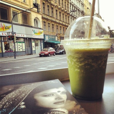 Good view, good book, good matcha shake. #vienna #wien #reading #europe #matcha #tasty