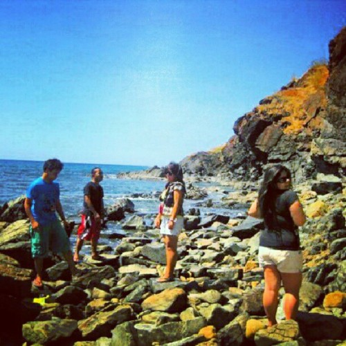 let's do this again @aryeni_ @kpatatas @laryuki @pohleng02  :) #anawangincove #naturetrip #adhdfamily