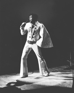heartburnmotel:  Elvis performing live at Madison Square Garden, c. June 9, 1972