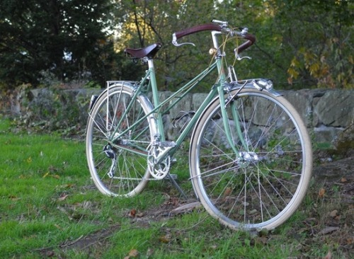 pedalpedlar:  (Bike) Porn of the Day #17: Custom Mixte by Royal H - via Lovely Bicycle! (Full gallery over on fb - the bikes with the most likes make it into our monthly hall of porn).