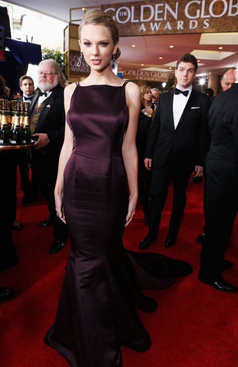 taylorswiftwebnetforum:  HQ 2013 Golden Globe Awards (x)  LONG LIVE, QUEEN SWIFT :>