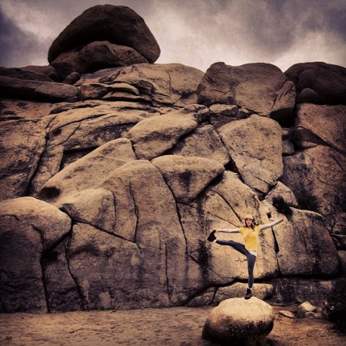 #outdoor #travel #joshuatree #cali #cali_igers #california #xs #yoga #explore #experience #life #like #live #liveincolor #inthemoment #insta #instahub #instagood #webstagram #beauty #beautiful #girl #steveosw #steveslefteye #isstevestillalive #kileyandsteveroadshow #boulder #roadtrip #rocks #desert #adventure