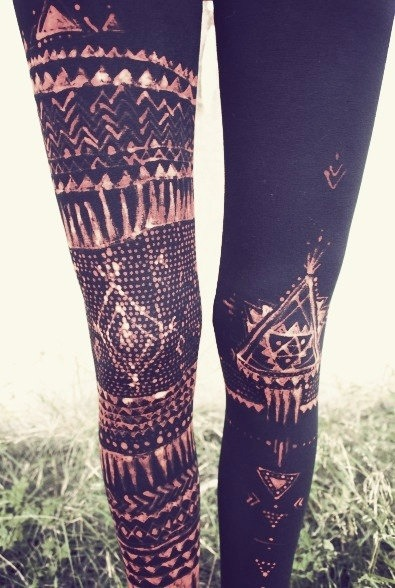 boomboombikini:  Some rad leggings!! DIY just with a bleach pen #socool!