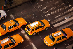 nycgo-uk:  Jump in an iconic yellow cab and go for a spin. You may be surprised to hear that compared to their London cousins, a fare is cheap as chips. So go on, treat your feet to a well-earned break. NYC taxi fare information on nyc.gov » [Photo: Jen Davis/NYC & Company]