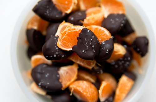 fitbeliever:  A great snack for when you're craving a sweet treat!  To make:  Gather 1/2 cup dark chocolate or semi-sweet chocolate morsels Melt in microwave for 2 minutes on high Dip clementine slices in the melted chocolate Add sprinkles for aesthetics   If dark chocolate was used: approx 80 calories total per serving (10 slices). If semi-sweet chocolate: approx 60 calories total per serving (10 slices).