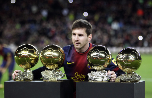 siemprevasaserlomejor:  Messi x 4.