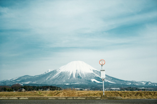 dreams-of-japan:  山のバス停 by typedow on Flickr.