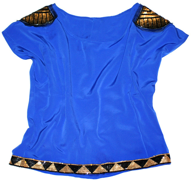Add glitz and glam to your favorite tee with sequin appliques. Learn how.