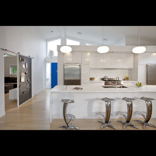 I love this kitchen, so clean and in the center of the action! www.rectangle.ca #yyc #calgary #architecture #kitchendesign #rectangledesign #moderndesign #modernism #contemporary #contemporist #dwell #design #cowtownmodern #cowtown #kitchen #lighting #yycdesign #renovation #homereno #housedesign #homebuild (at Altadore Calgary)