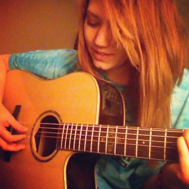 Practicin' peace sign by lights. #guitar #music #idk #stupid #lol #myself