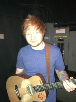 sheeran-lv:   @edsheeran says HIIII to all the Z listeners!!! - (x)