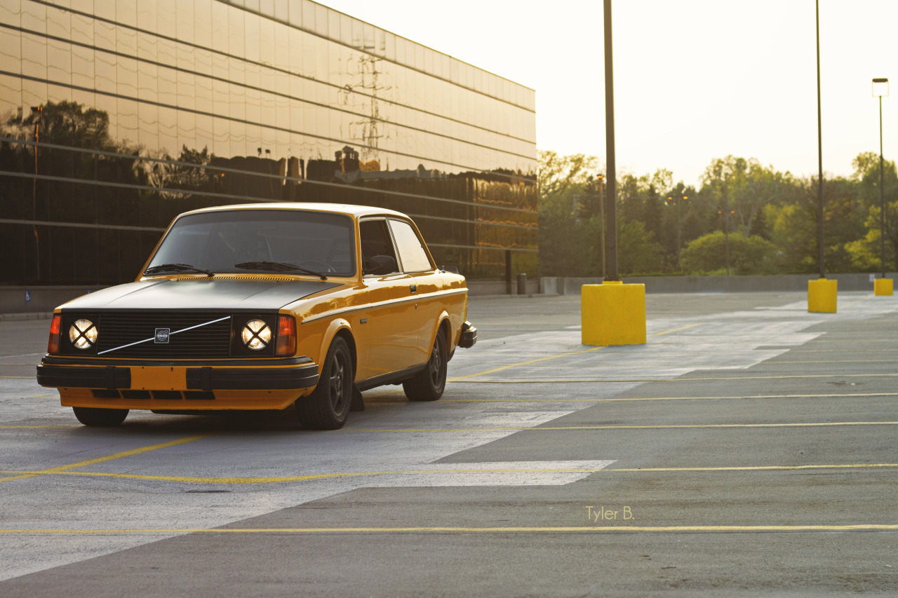thatyellowvolvoguy:  Yellow like a parking lot :B