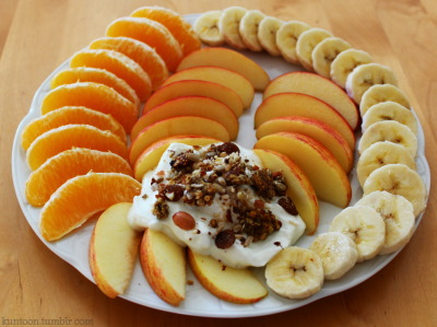kuntoon:  snack plate: orange, apple, banana, quark with homemade musli :)