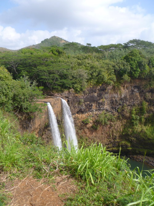 isawatree:  Waterfalls in Hawaii by ~musicismylife78