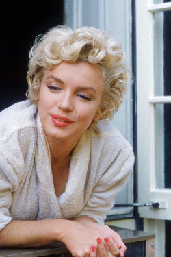 Marilyn Monroe behind the scenes of The Seven Year Itch (1955)