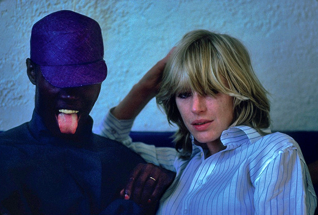 faithfullforever:  Grace Jones and Marianne Faithfull hanging out in the early 1980s. Photo by Lynn Goldsmith. (x)