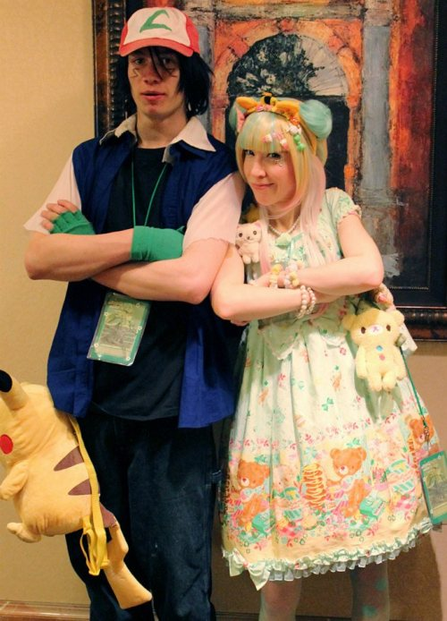 Me at the con this weekend with Ash.   I sadly lost my yellow bear bag as I was leaving … rip bear bag :<