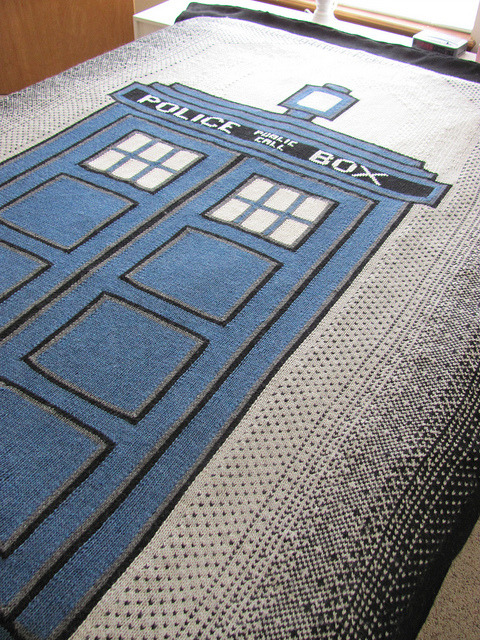 thenecromerchantsdebt:  Doctor Who TARDIS Afghan from Carrie Fritsche on Ravelry. Click through to download.