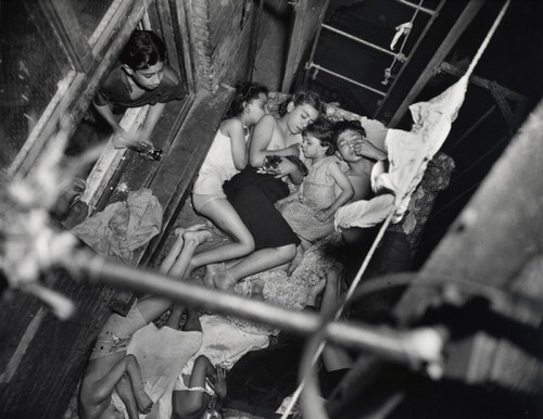 Weegee. Children sleeping on the fire escape. New York 1938