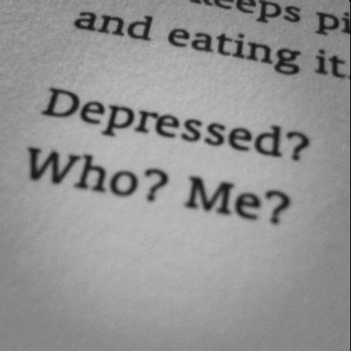 suicide-everyday:  Follow for black and white, suicidal, depression, eating disorder etc pictures. Be careful it can be triggering.