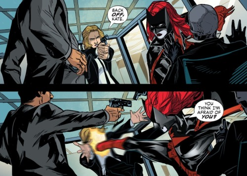 what-thecomicbookpanels:  Batwoman #20