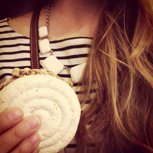 oxfordproper:  macaroon & ice cream sandwich means summertime.