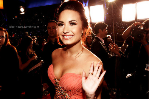lego-heart:  p3pper-m1nt:  lego-heart:  flawless Demi Lovato   I LOVE YOU  MY FREAKING EDIT ON MY DASH!  ps: i sent it to Demi on twitter and heello and she favorited it in both :33