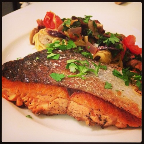 [HomeCookin] seared salmon w/ kale, mushroom & tomato pasta #simple #food #pasta #salmon #healthy