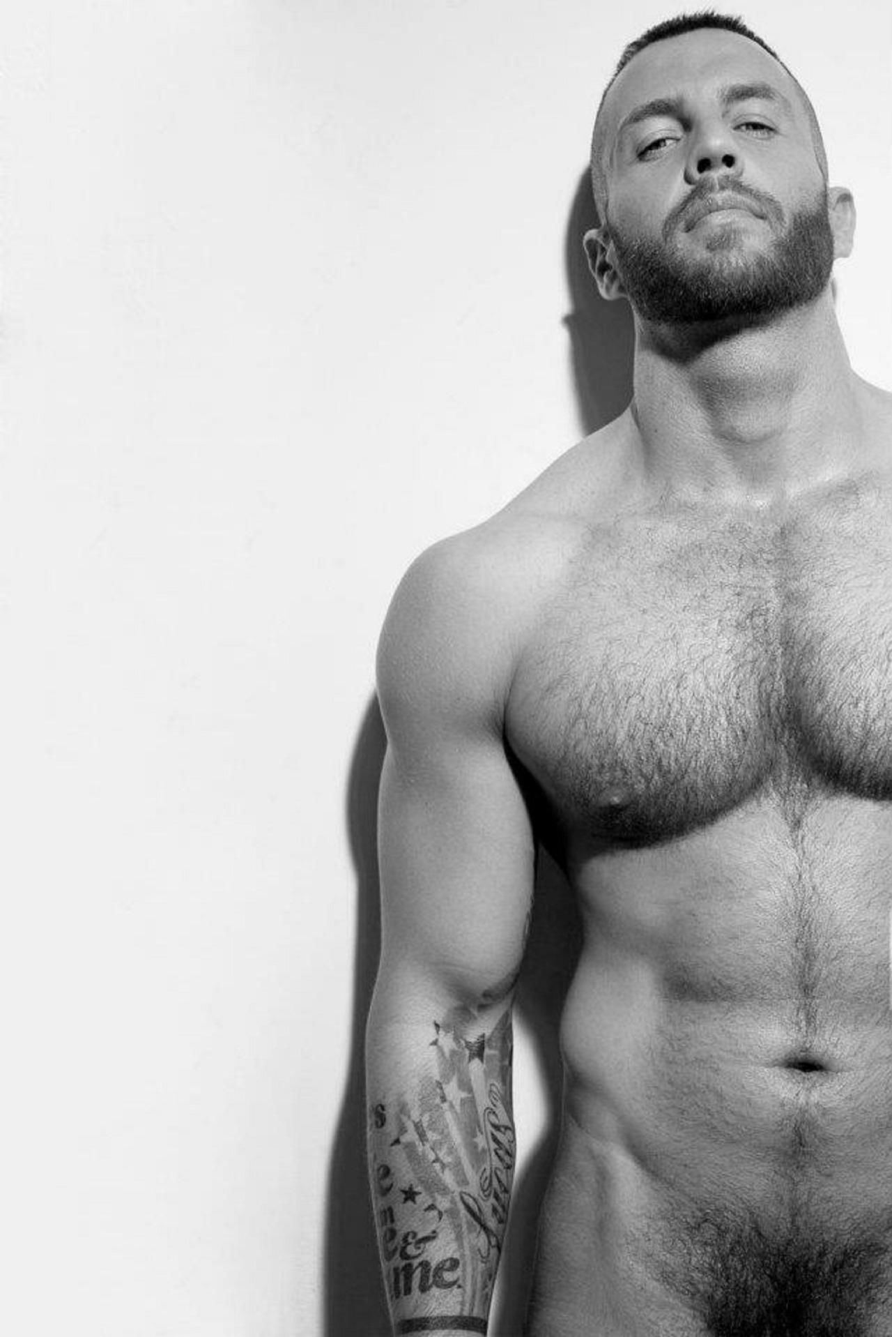 Фото голые мускулистые парней 22 фотография