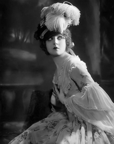Madge Bellamy and her awesome hat - c. 1920s