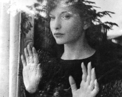 givemefreshtofu:  Meshes of the Afternoon (1943), Maya Deren and Alexander Hammid
