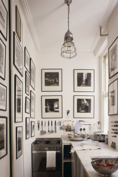simplyessentials:  black and white kitchen