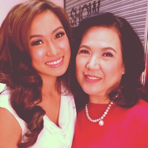Shooting with gorgeous mother and daughter, @netteuy & @laureenmuy today. Look @vince_uy & @lizzzuy! :-) #makeup #beauty #instamakeup #skin #family