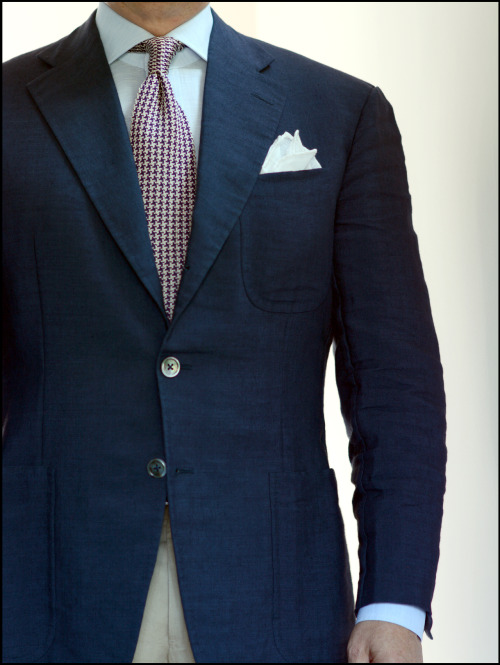 """voxsart:  Presto Chango Friday. Out of the day's seersucker suit and into the """"mix,"""" in a Mersolair mohair/linen mix jacket, Bonfanti linen/cotton mix shirt, and a Jay Kos silk/cotton mix knit tie…all for a casual summer Friday out for cocktails and dinner."""
