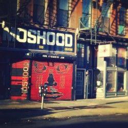 """Moshood"" Ahh! Fort Greene, def in my top 5 favorite neighborhoods of #Brooklyn. - #abrooklynsoul #brooklynpoets #FortGreene #Moshood #NewYork #NYC #NewYorkCity #FultonStreet #Sunbathed #Sidewalk #explore_brooklyn #explore_community #explore_nyc #UrbanLandscape #UrbanDwellings  (at Moshood Creations)"