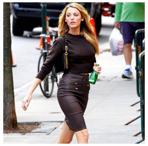 "fuckyeah-fiftyshades:  Wow! A very nice ""look alike"" of Blake Lively as Kate Kavanagh."