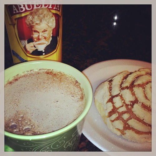 janettc:  Don't you just love this weather..perfect for hot chocolate and sweet bread #hotchocolate #abuelita #bread #morning