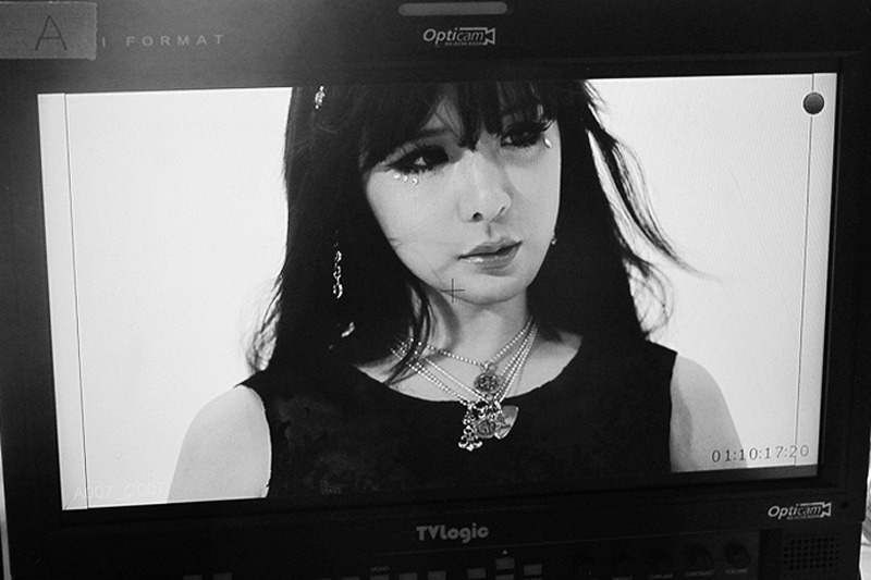 ygfamilyy:  BOM - BTS of Shinsegae x Chrome Hearts '2NE1 Loves' Photoshoot!