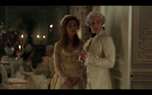 sidra-matic:  A very blurry Tom Hardy in all his Rococo fance (for a friend…)  this is the only post that I need right now